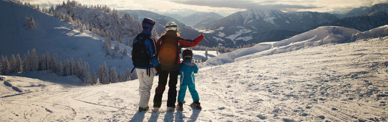 skiers-e1458693183637